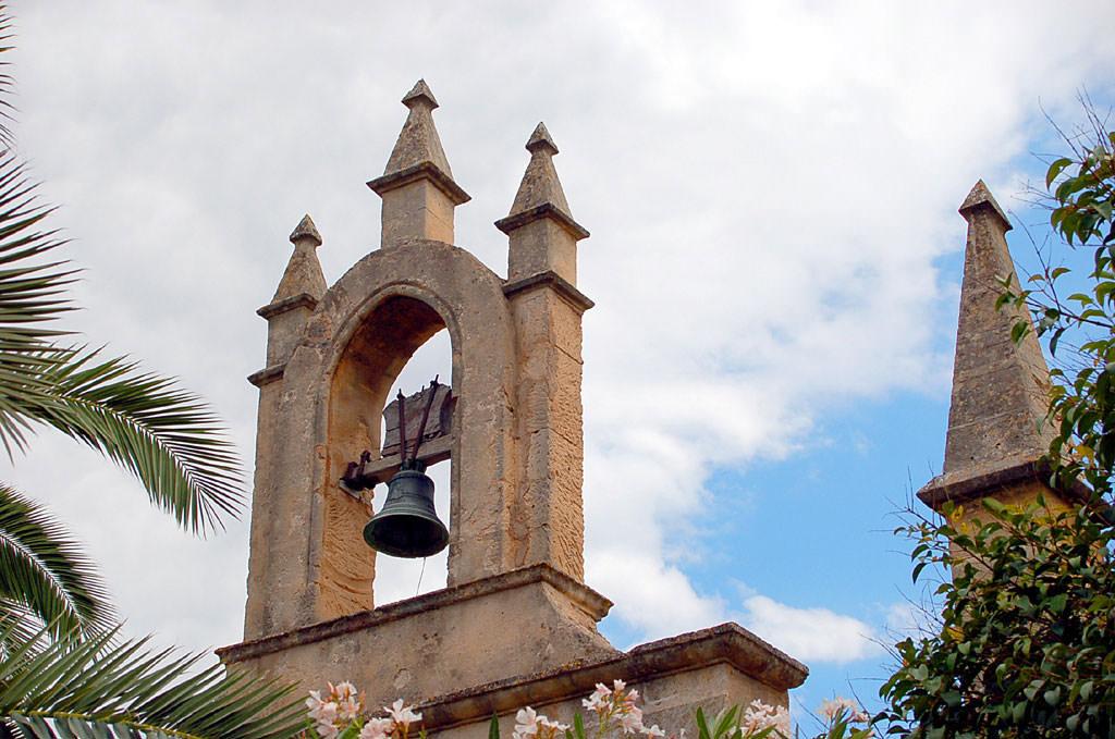 Kirchenglocken einer kleinen Kathedrale