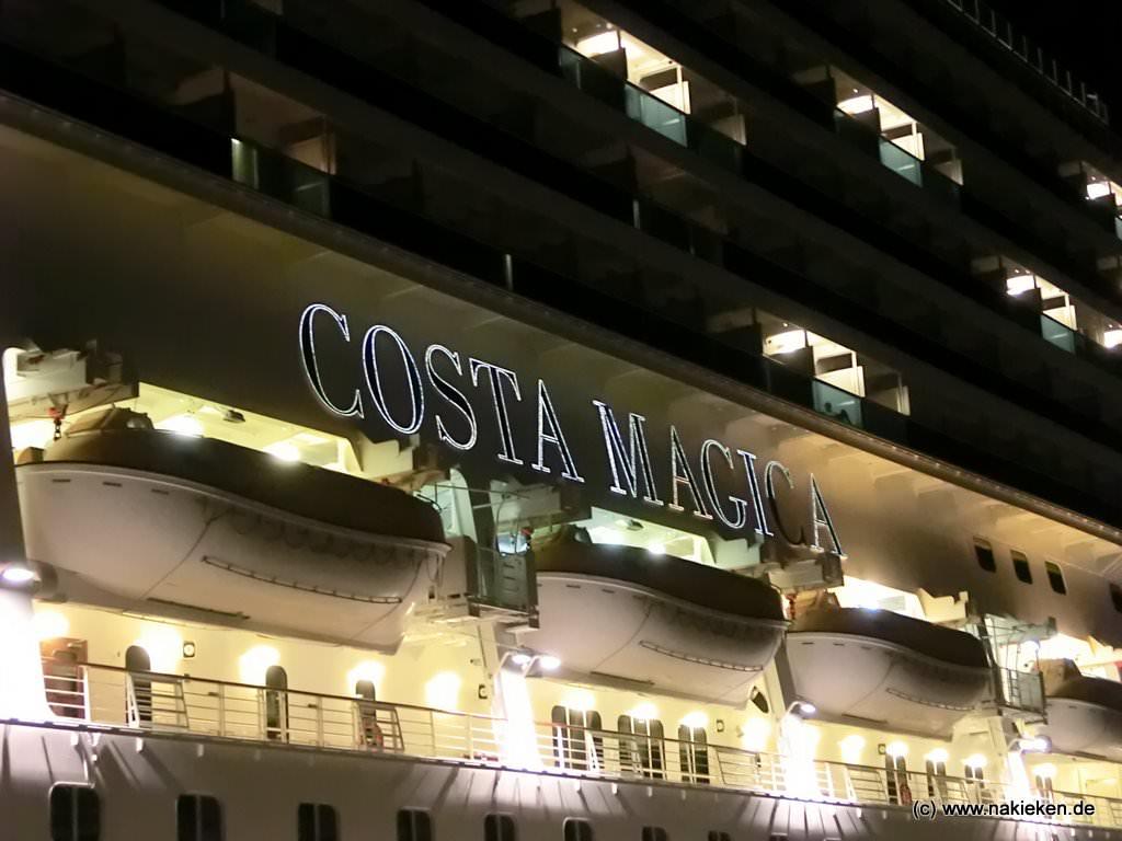 Costa Magica bei Nacht