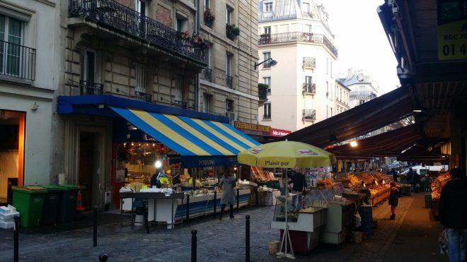 Markt in einer Seitenstraße von Paris