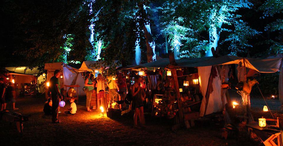 Mittelaltermarkt bei Nacht