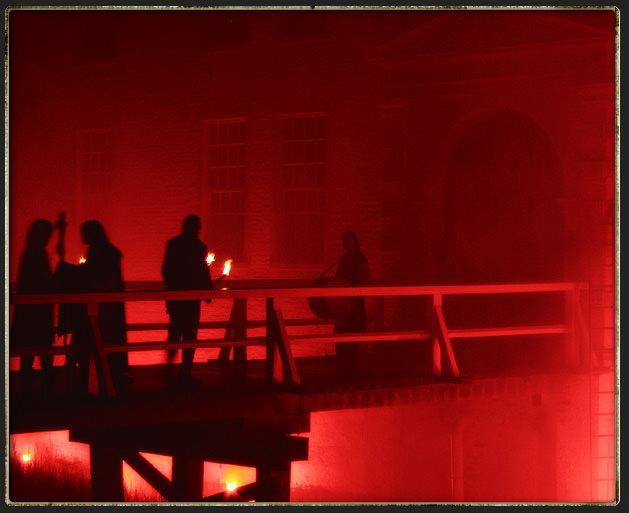Feuer unter der Brücke