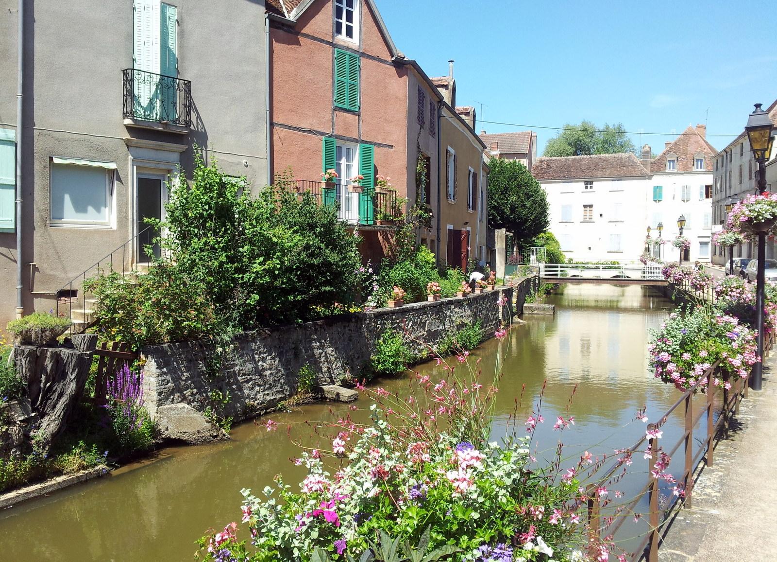 Kanal in der Altstadt von Charolles