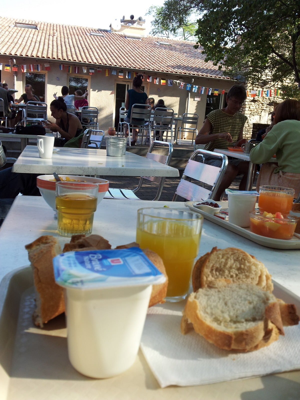 Frühstück in der Jugenherberge Nimes