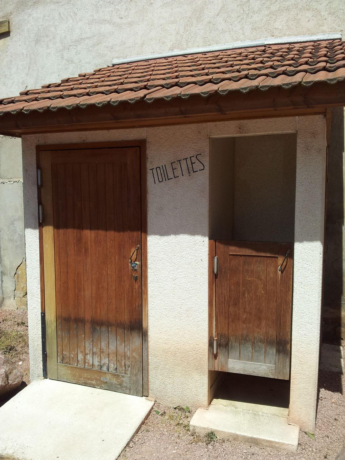 Öffentliche Toilete in Charolles