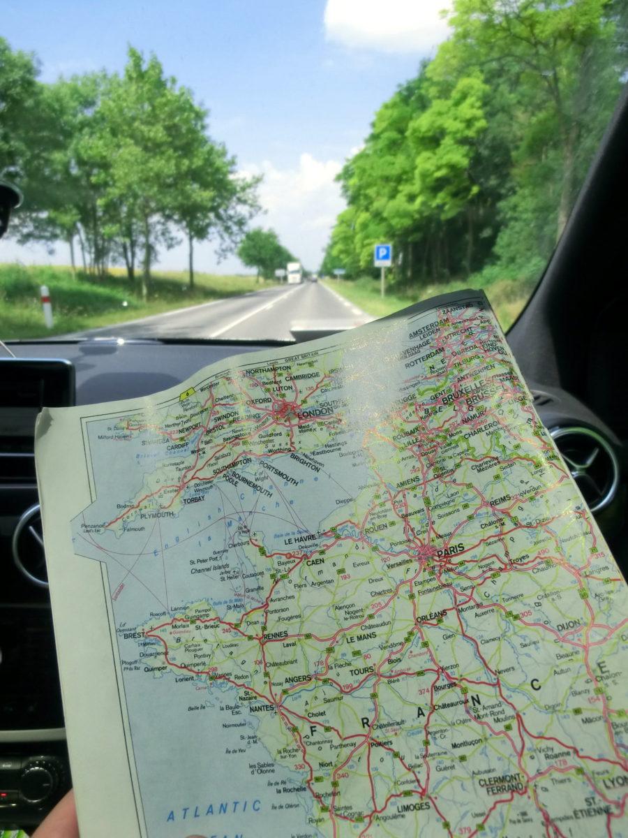 Landkarte im Auto
