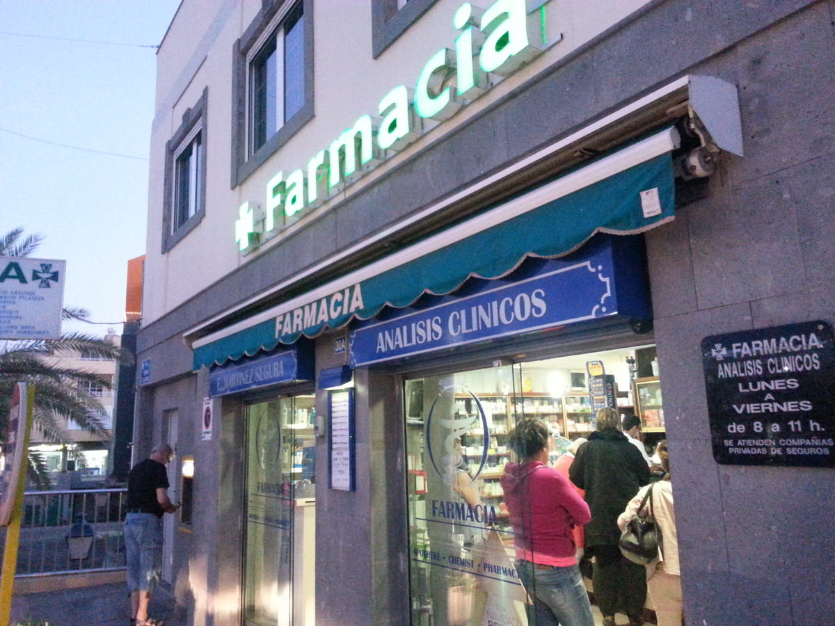 Farmacia und Geldautomat in Arguineguin