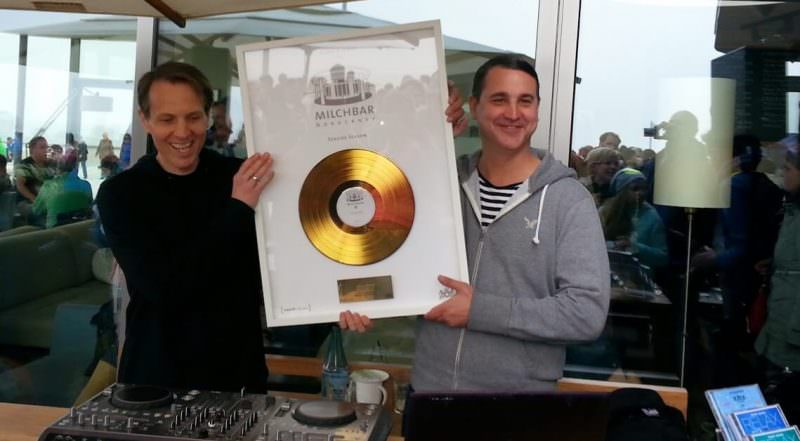 Blank and Jones erhalten Goldene Schallplatte für Seaside Season