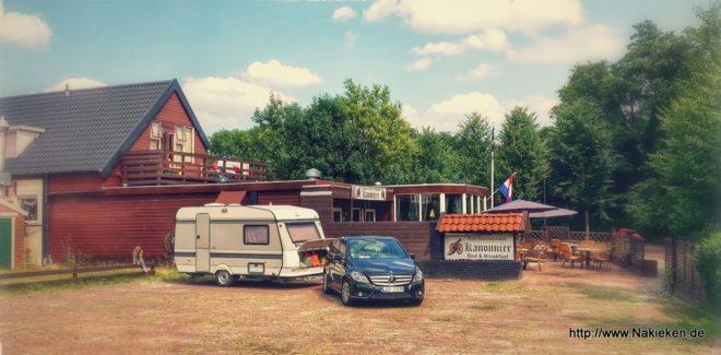 Wohnwagen auf dem Parkplatz