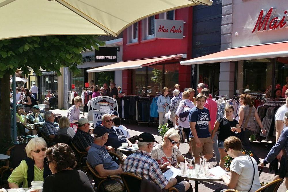 Fussgängerzone und Cafe