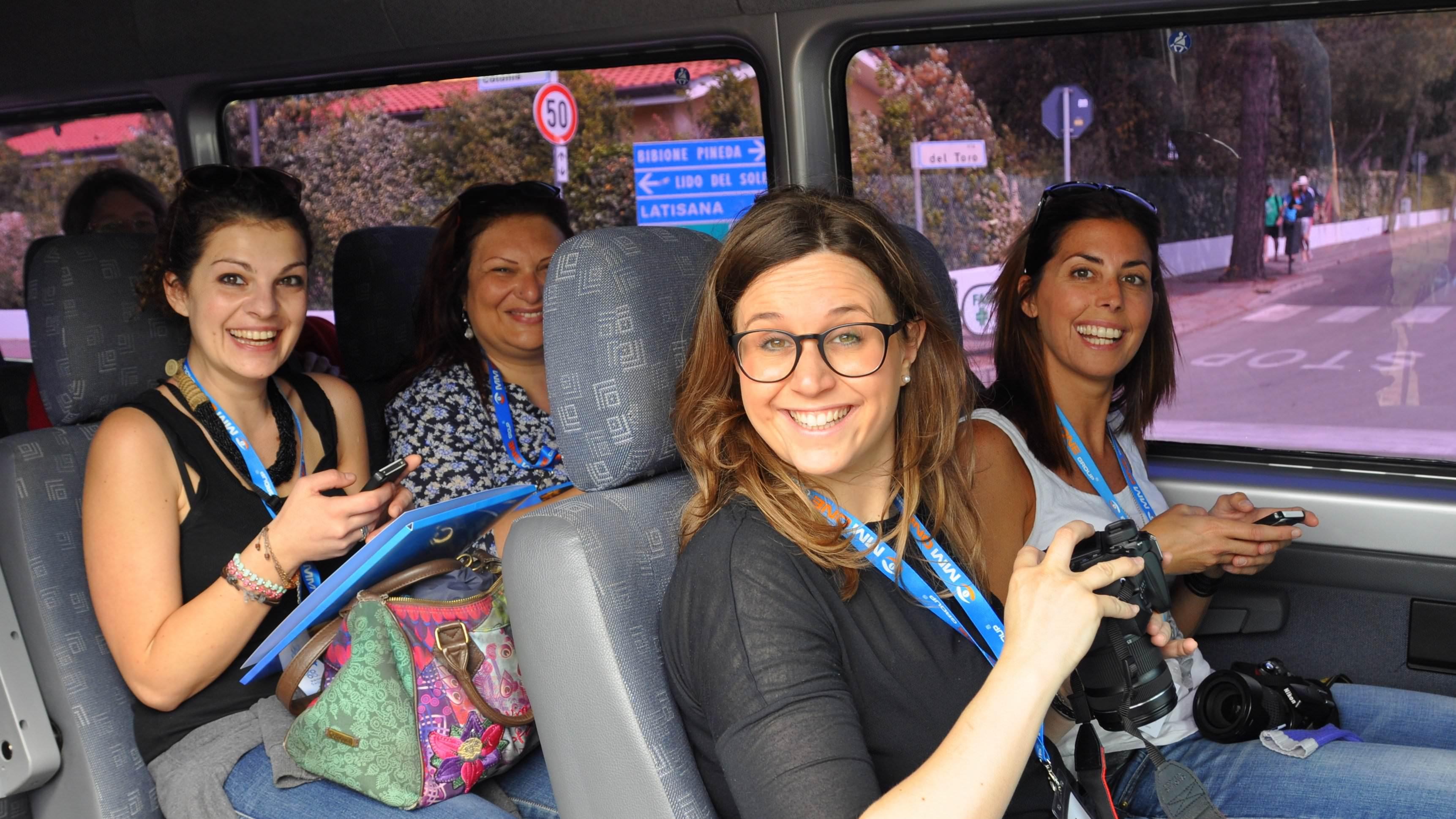 Das Team im Bus