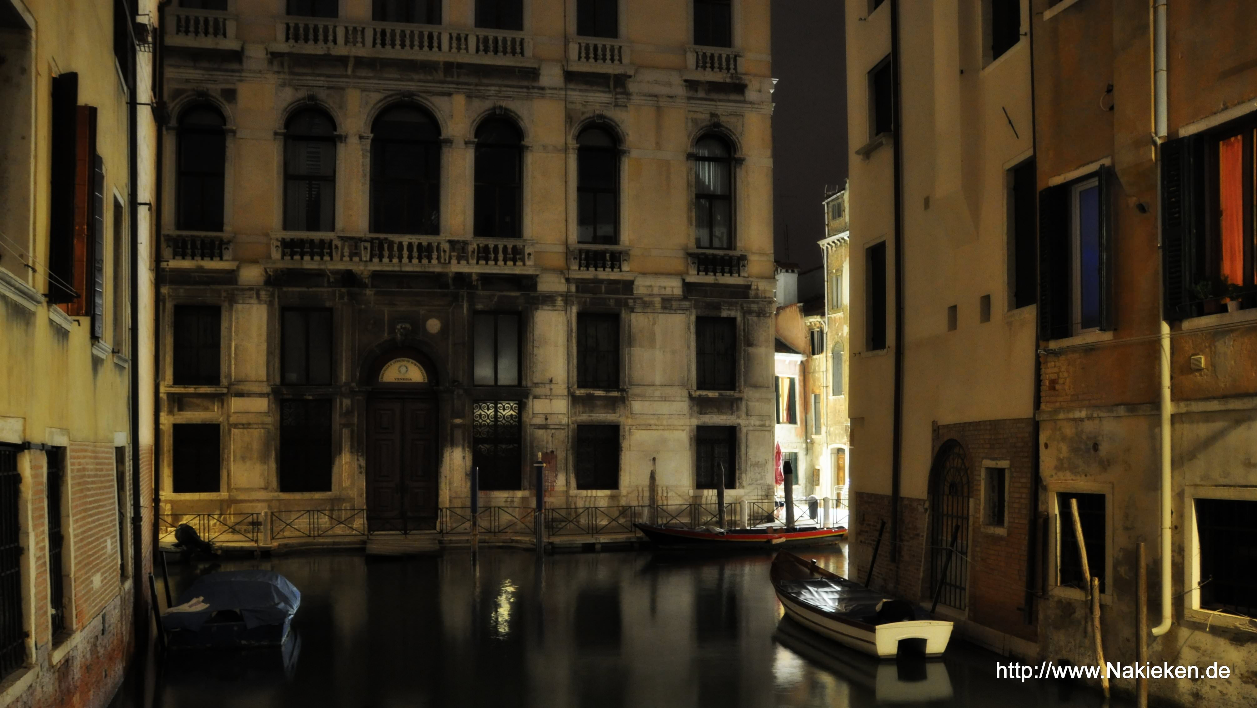 hinterhof in venedig bei nacht. Black Bedroom Furniture Sets. Home Design Ideas
