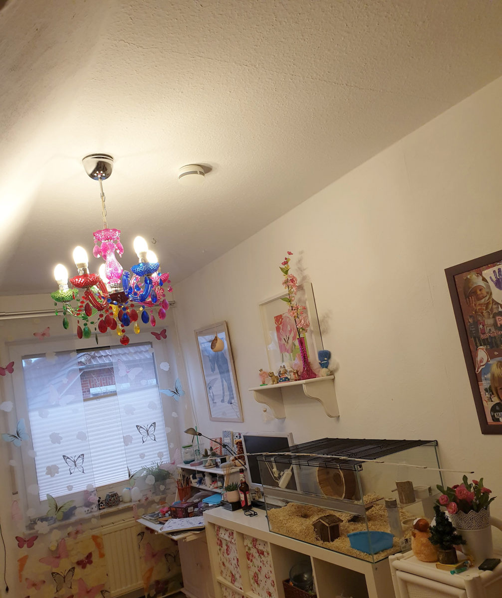 Kinderzimmer mit Kerzenleucher