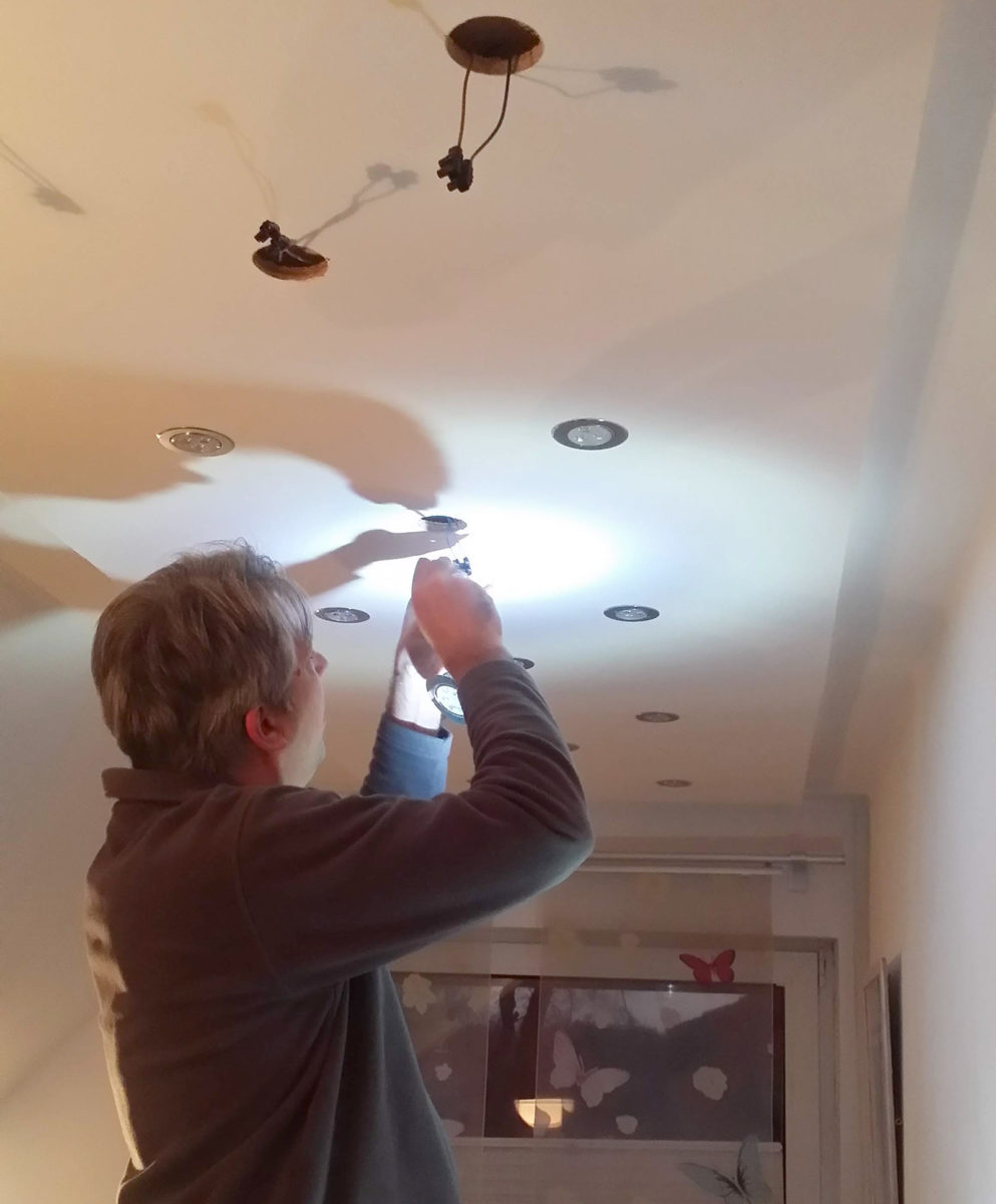 LED Spots einsetzen