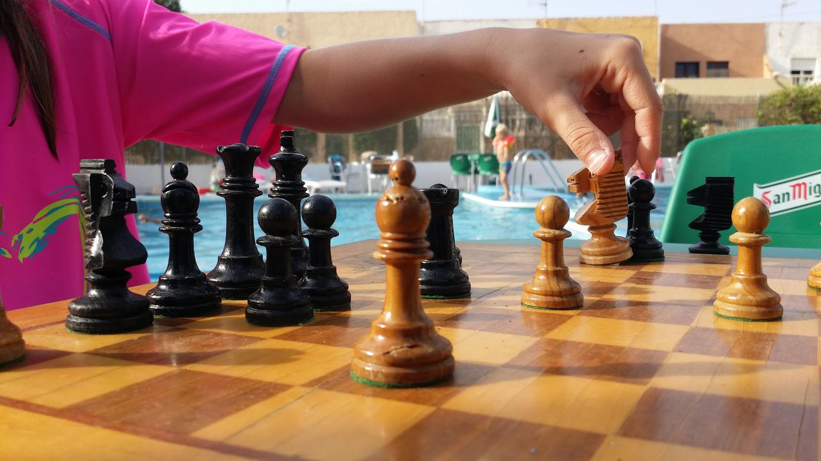 Schach am Pool