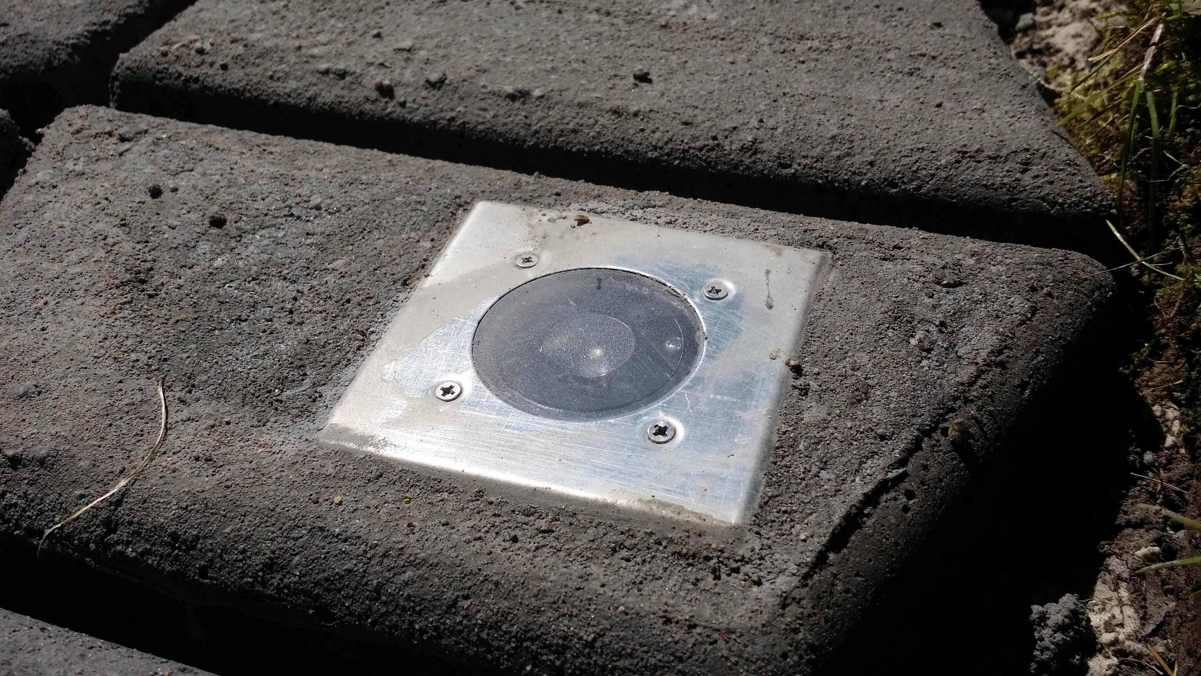 Solarleuchte im Beton