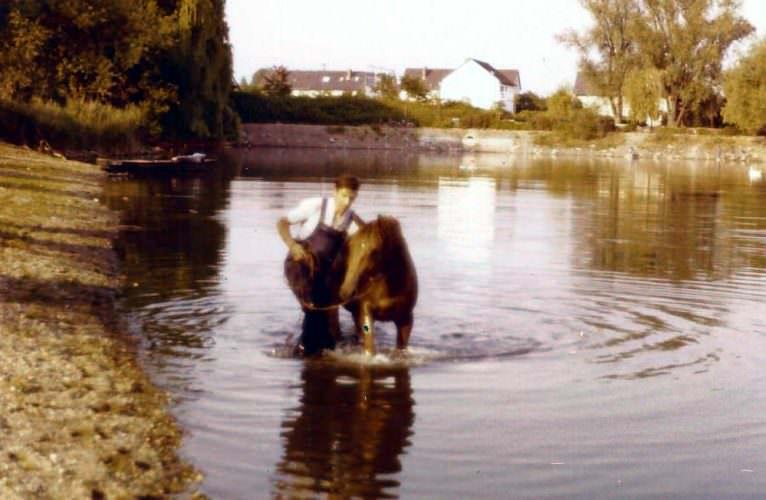 Norbert und Carmen baden im Russenweiher Sept 1976