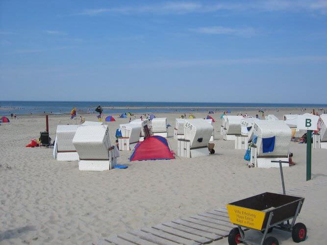 Strandkörbe am Strand von Baltrum