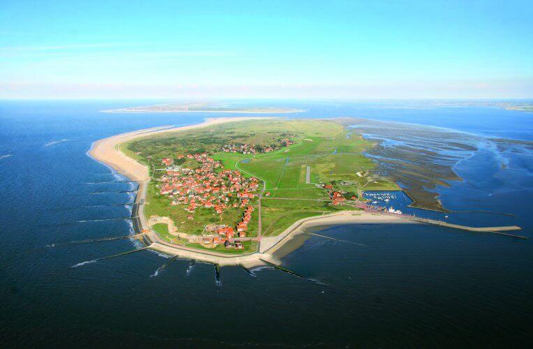Baltrum Luftbild (c) Olaf Klün , Gemeinde- & Kurverwaltung Nordseeheilbad Insel Baltrum