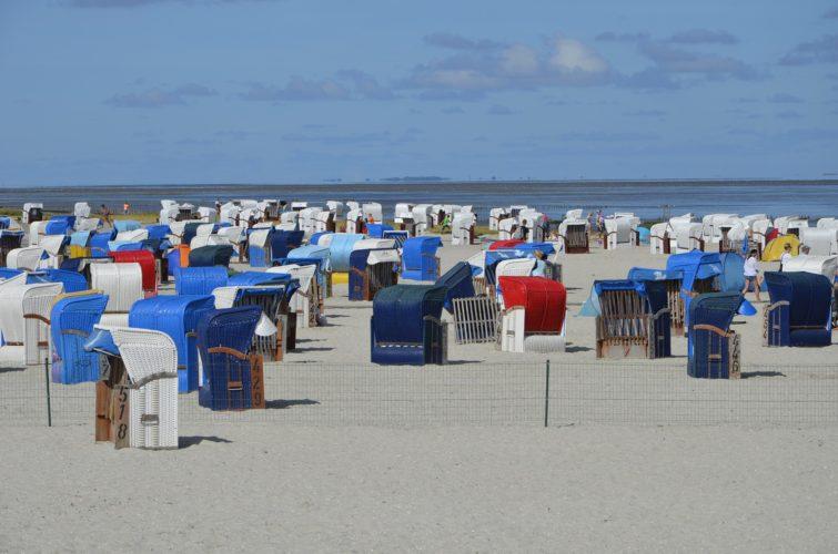 Strandkörbe am Strand von Hooksiel