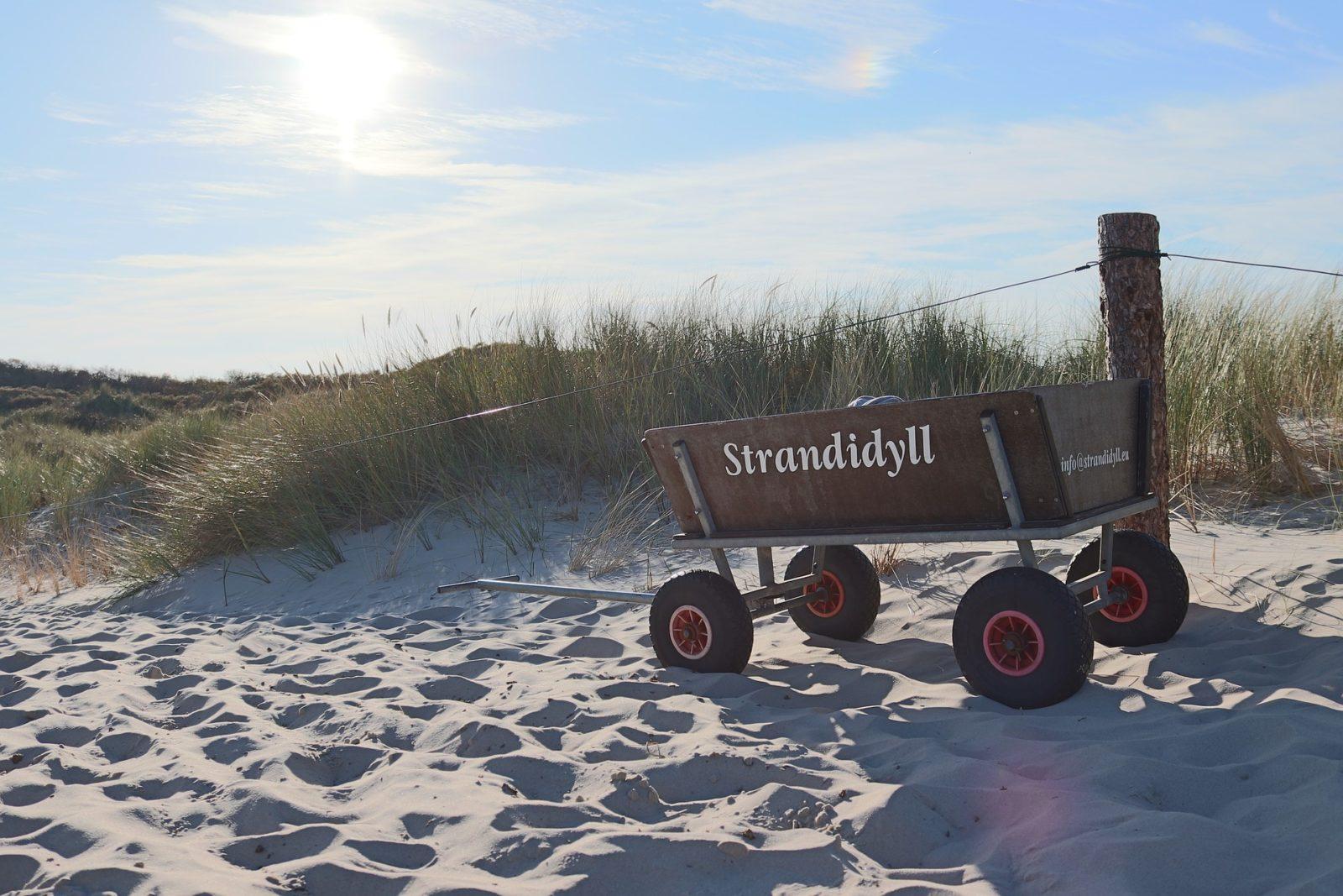 Mit dem Bollerwagen zum Strand