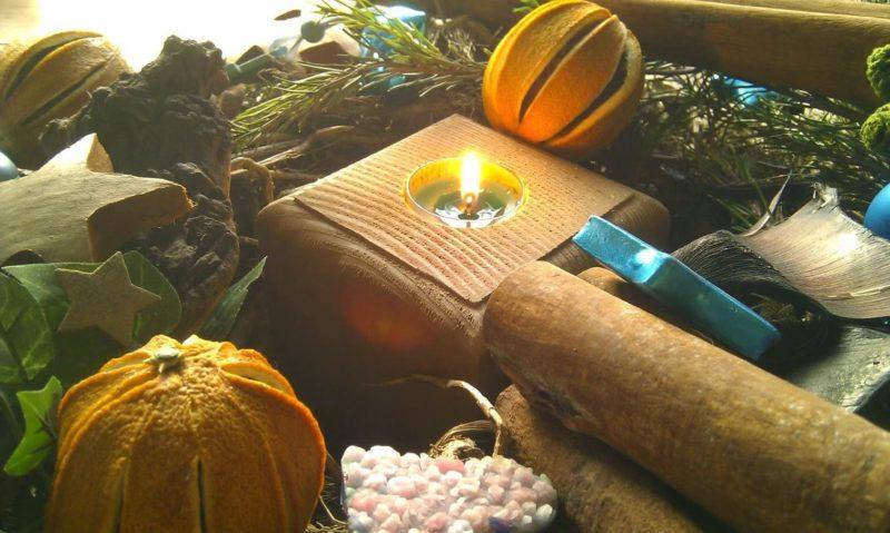 Kerzenschein in Holzfassung