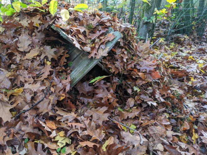 Das Igelhaus in der Igelecke des Gartens