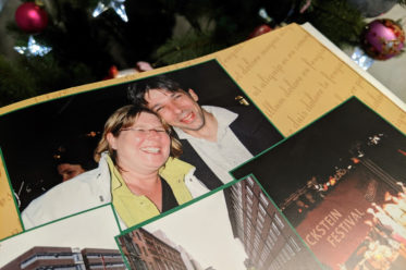 Greifbare Erinnerungen schaffen: Fotobücher und Grußkarten