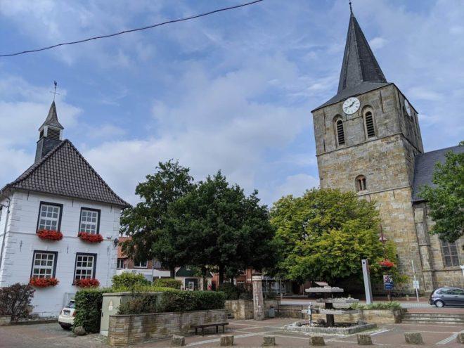 Kirche und Rathaus Uelsen